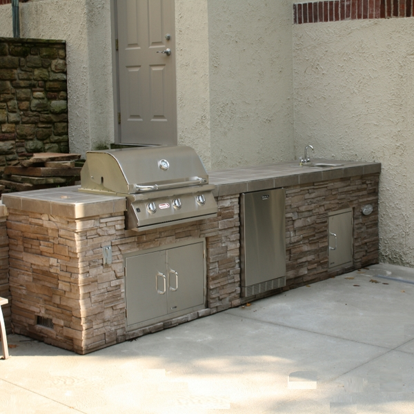 Outdoor bbq islands for Outdoor kitchen refrigerators built in